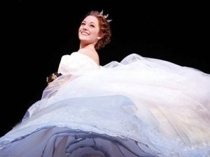 laura-osnes-as-cinderella